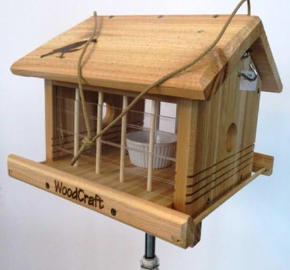 Cedar mealworm bird feeder